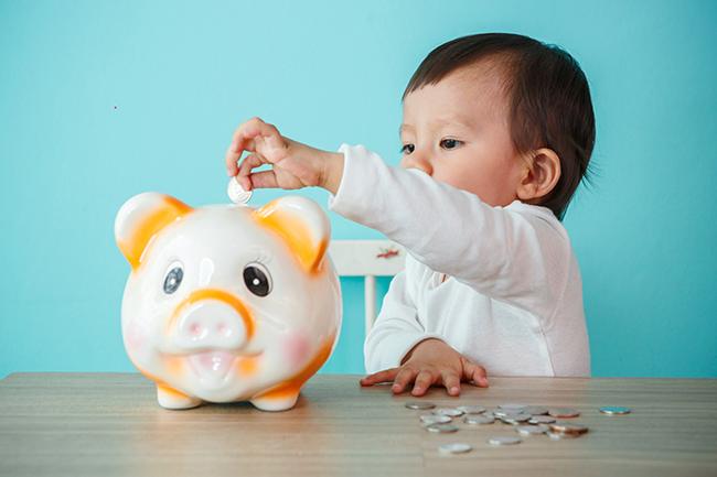 So legen Sie Geld für Kinder sinnvoll an